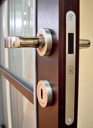 Магнитный ограничитель для двери: выбираем напольный скрытый стопор и фиксатор дверной конструкции в открытом положении