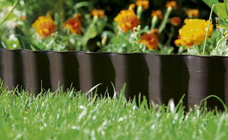 Пластиковые бордюры (52 фото): садовые тротуарные гибкие бордюры, для газона и дорожек, ландшафтный для клумб, установка декоративных пластмассовых поребриков