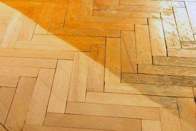 Циклевка деревянного пола своими руками: инструкция по работам