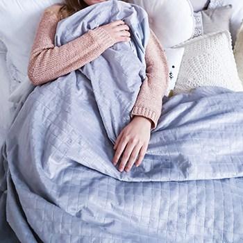 Секрет легкого сна: 5 преимуществ утяжеленных одеял