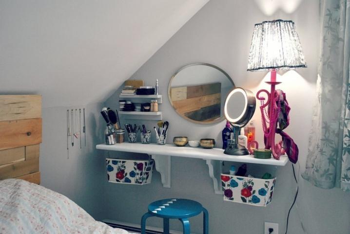 Туалетный столик в интерьере спальни