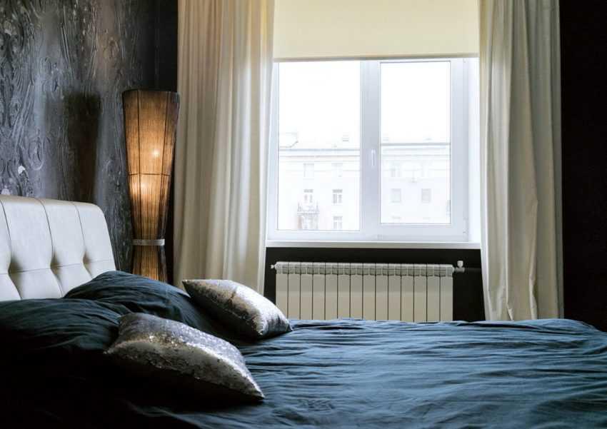 Шторы для серой спальни (56 фото): какие шторы подойдут для серо-белых и серо-бежевых стен? как подобрать цвет штор для другого дизайна в серых тонах?