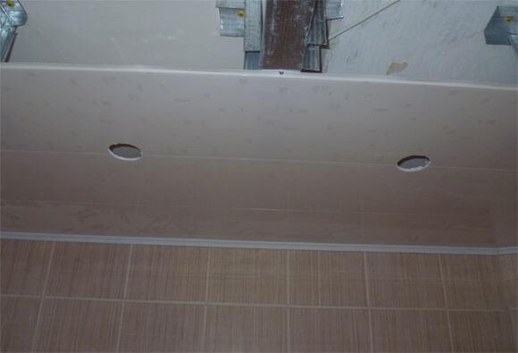 отделка потолка панелями пвх