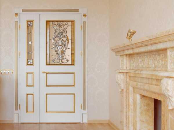 Дизайн темных дверей под интерьер светлой квартиры