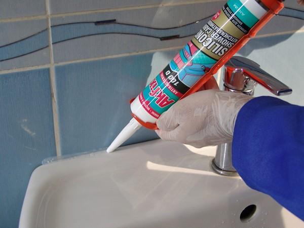 Какими бывают силиконовые герметики для наружных швов  