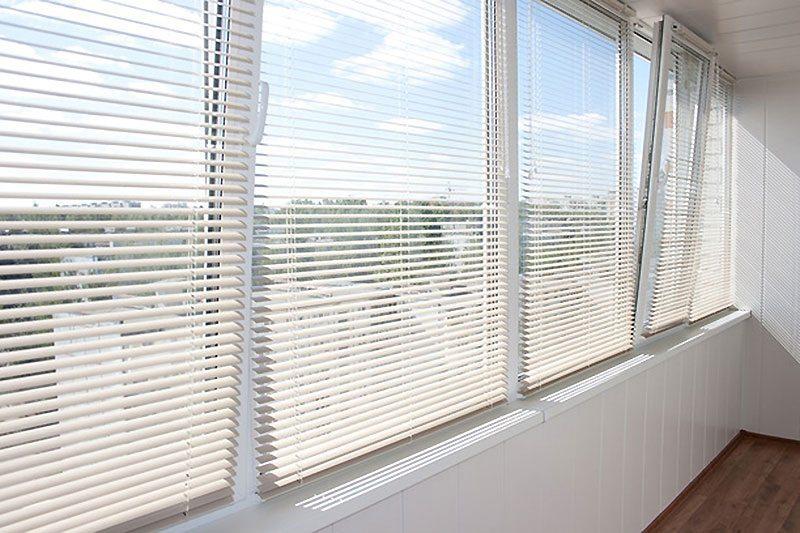 установка жалюзей горизонтальных на окна