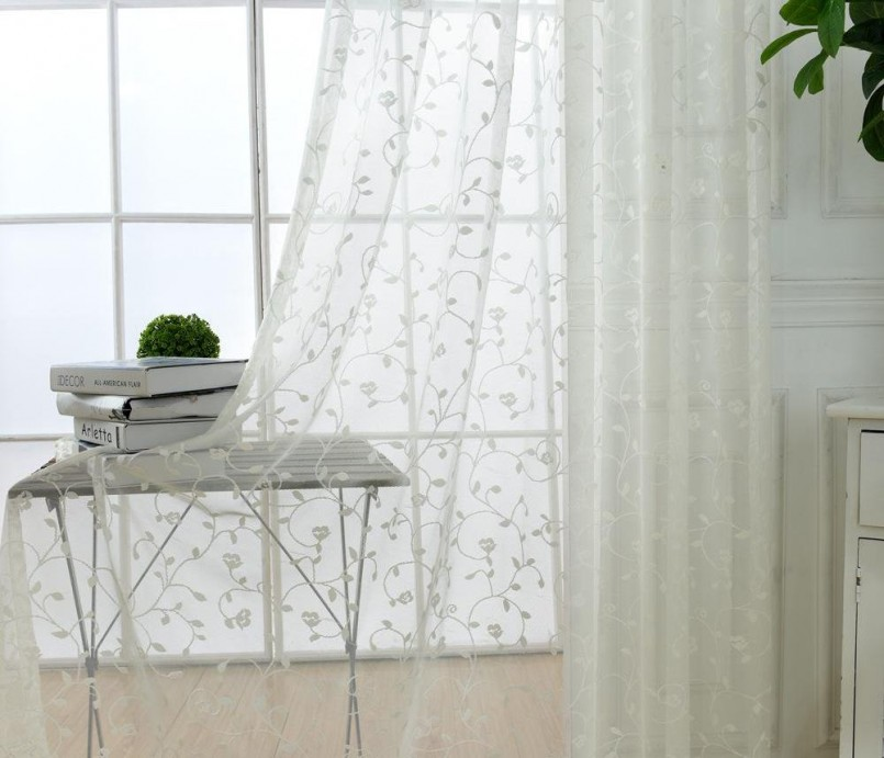 Дизайн коротких, красивых штор для кухни: зубцом, на одну сторону, до подоконника