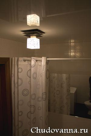 световые линии на стене
