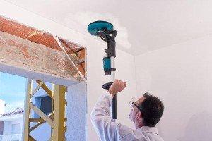 Чем шкурить стены после шпаклевки: выбор материала