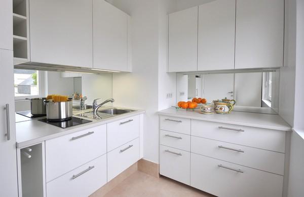 Дизайн кухни с вентиляционным коробом (54 фото): как обыграть выступ вентиляционной шахты в углу и при входе? как спрятать выступ вентиляции?