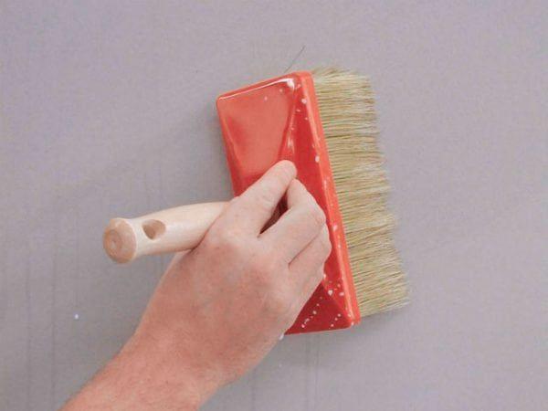 Нужно ли после шпаклевки перед покраской грунтовать стены перед