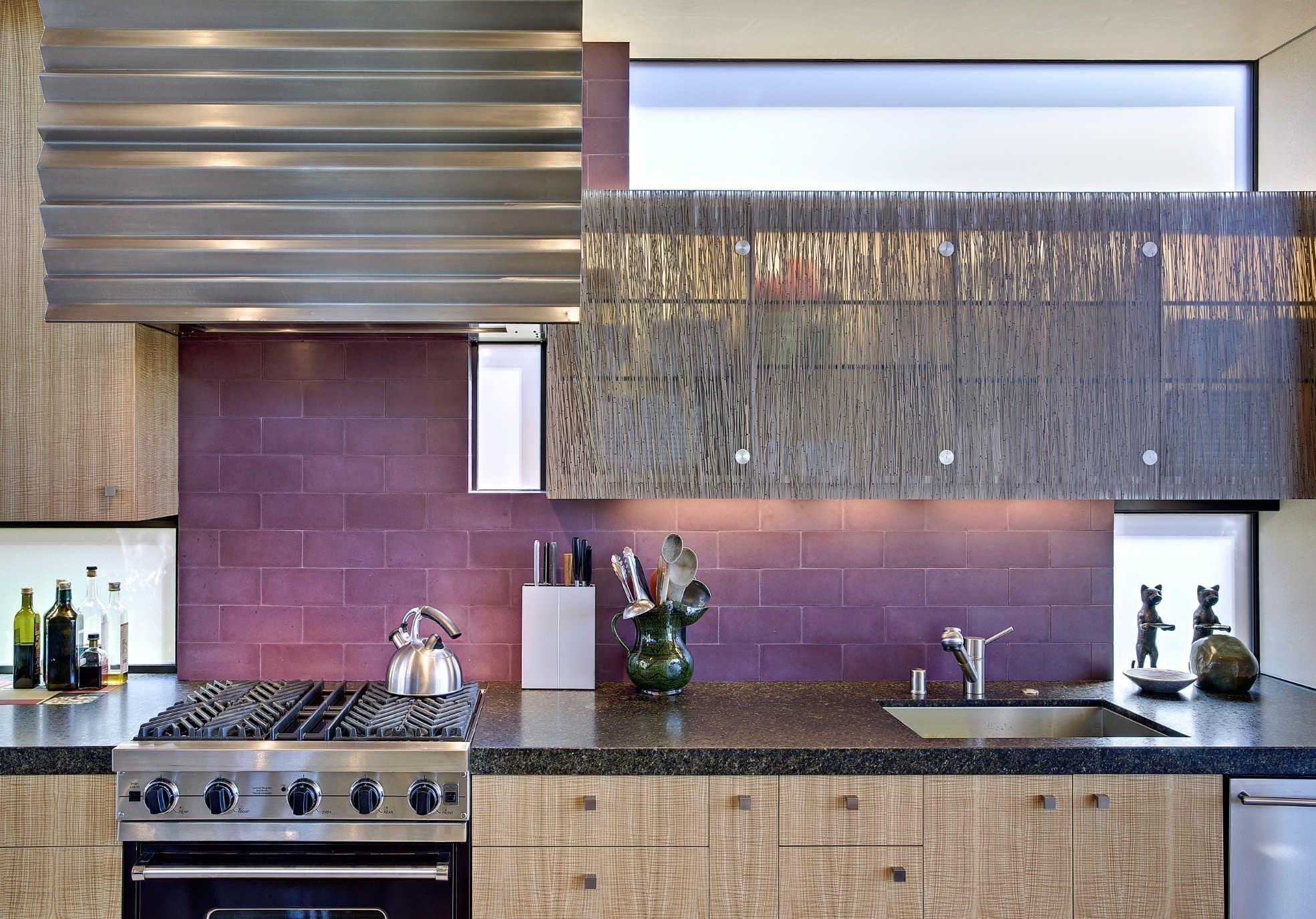 Дизайн кухни в коричневом цвете: 60+ реальных фото интерьеров