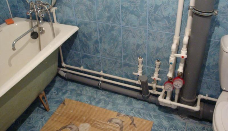 Чем штукатурить стены в ванной под плитку?