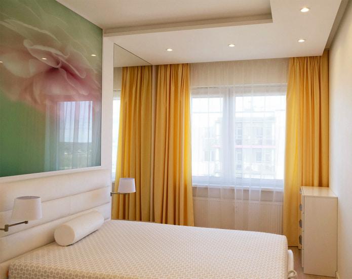 желтые шторы в интерьере гостиной