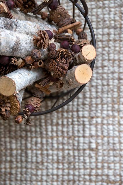 Поделки из сосновых шишек своими руками: как сделать венок, корзину, вазу, мишку или панно для детского сада | все о рукоделии