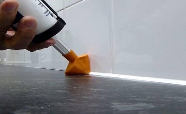 Как удалить герметик с ванны — от народных способов до специальных средств
