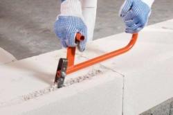 Как выполняется шпаклевка для стен из газобетона