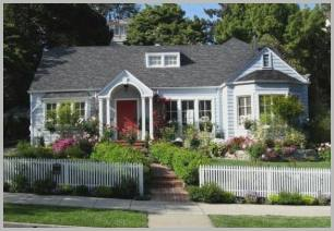 Как красиво посадить цветы в палисаднике перед домом: идеи для ландшафтного дизайна  - 46 фото