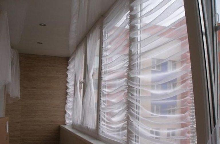 как крепить шторы на балконе