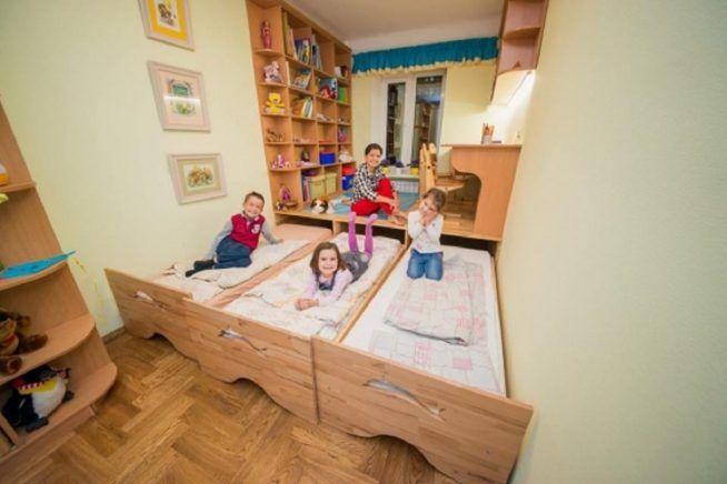 кровать для трех детей