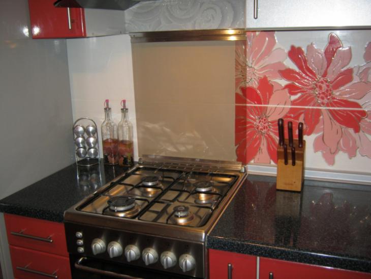 Как спрятать газовую трубу на кухне: подробная инструкция