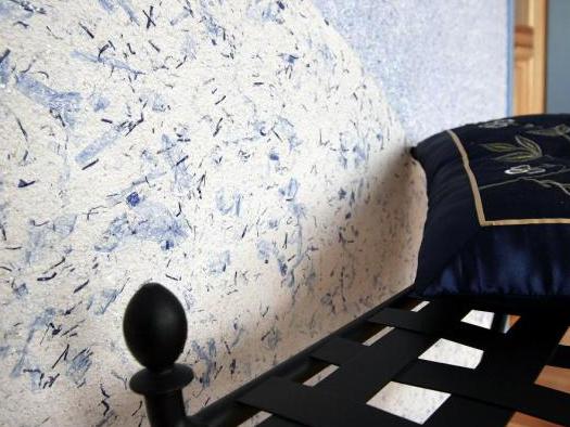 Жидкие обои (107 фото): что это такое, преимущества и недостатки использования в обычных квартирах для стен и потолка, примеры в интерьерах комнат и отзывы