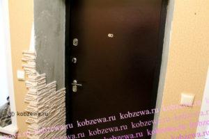 Внутренняя отделка входной металлической двери: дорогой и бюджетный способ