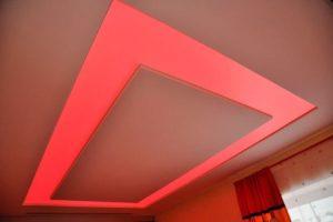 Потолочное освещение (71 фото): варианты для натяжных потолков, светящийся потолок как основная иллюминация, примеры для подвесной конструкции из гипсокартона