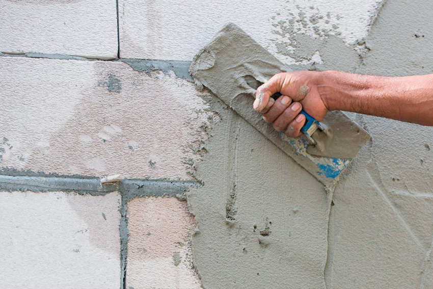 Минимальный слой штукатурки на стене: какой слой можно наносить на гипсовые, кирпичные или бетонные стены, максимальная и минимальная толщина разными смесями