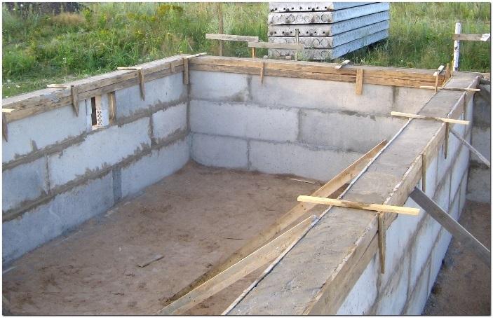 Какой бетон необходим для строительства бассейна