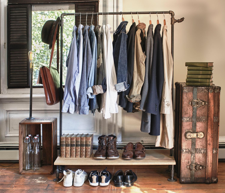 Стильная напольная стойка для одежды— примеры использования в современном интерьере