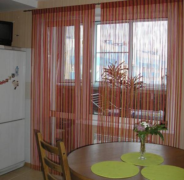 Шторы на кухне с балконом: дизайн, варианты, фото в интерьере
