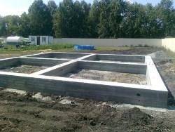 Выбираем фундамент под дом из газобетона: особенности мелкозаглубленного ленточного и плитного, этапы заливки