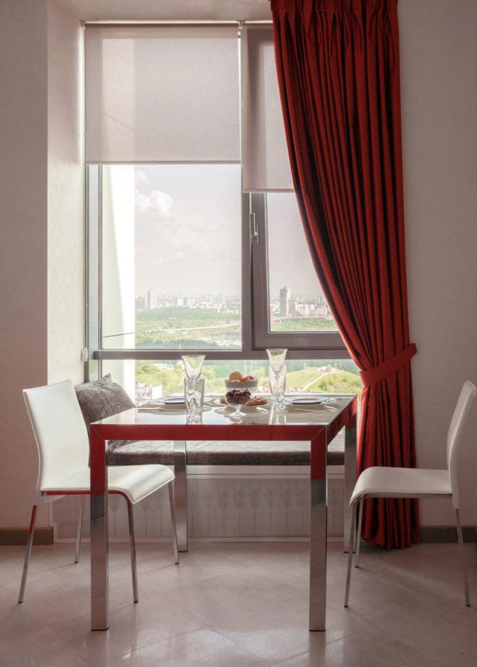 Красные шторы в интерьере — 70 примеров на фото
