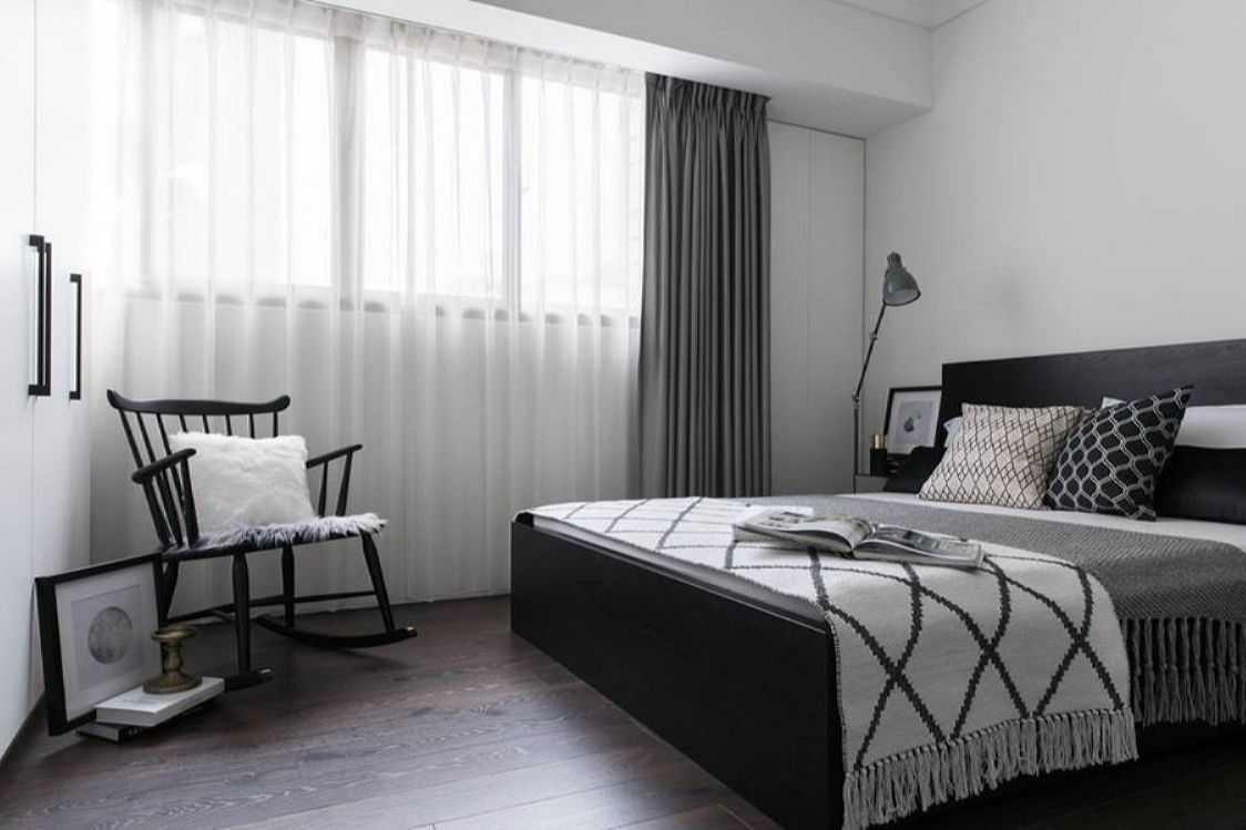 шторы в спальню в серых тонах фото