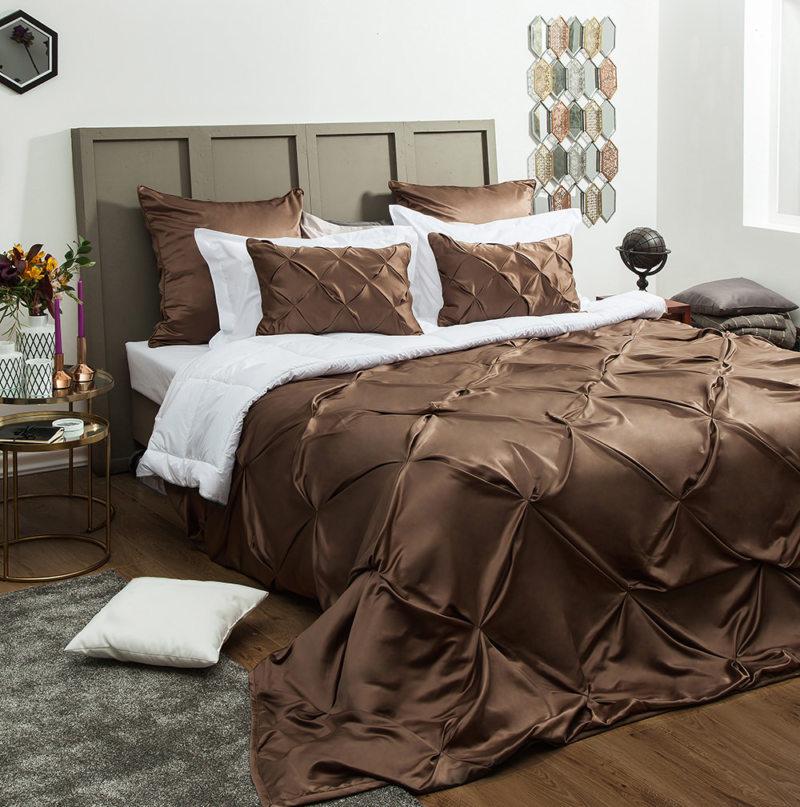 Покрывало на кровать в спальню: 80 фото в интерьере, стильные идеи оформления