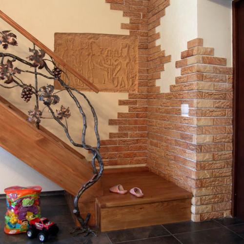 Декоративный камень на кухне и в интерьере прихожей, выложенный при ремонте: секреты внутренней отделки стен, а также оформление из плиток и обоев в дизайне зон