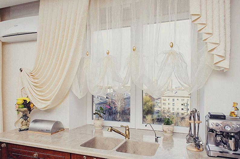как оформить шторы на кухне фото