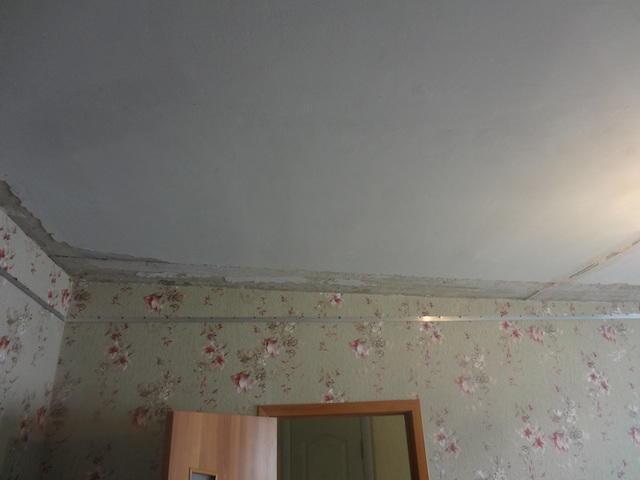 Что сначала – обои или натяжной потолок, порядок действий при ремонте