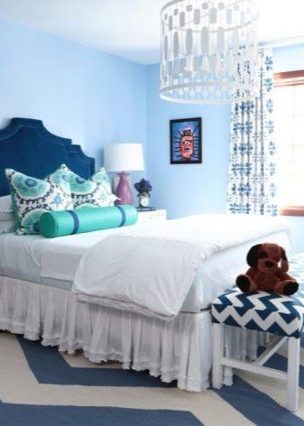 Голубые шторы в интерьере кухни, гостиной, спальни