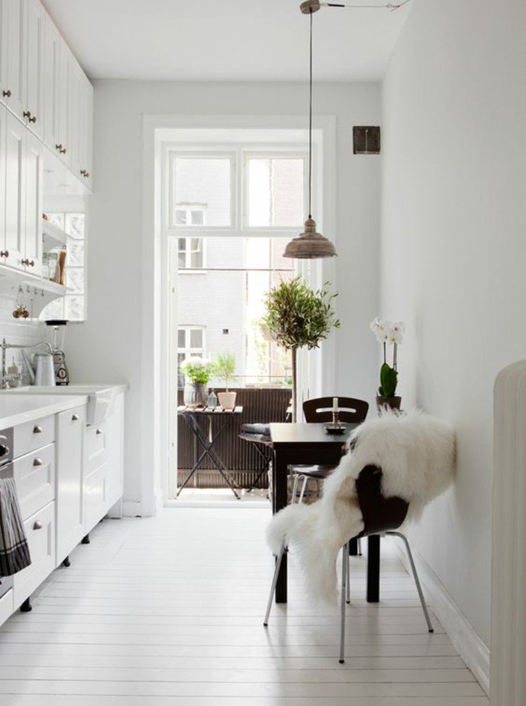 Особенности планировки и дизайн кухни с балконом
