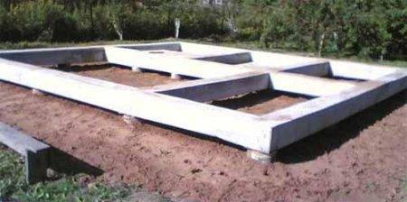 Свайный фундамент, плюсы и минусы готовых конструкций