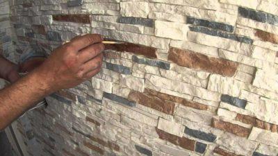 камень на стену в квартире
