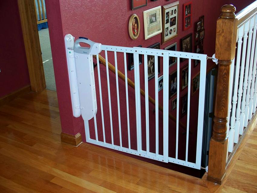 ворота на лестницу от детей