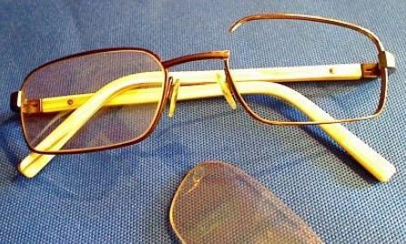 Как починить очки: оправа, дужки, шарниры