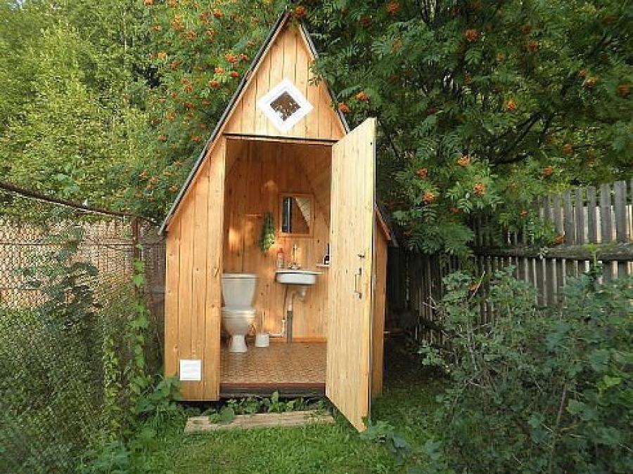 Дачный туалет: варианты организации санитарной комнаты