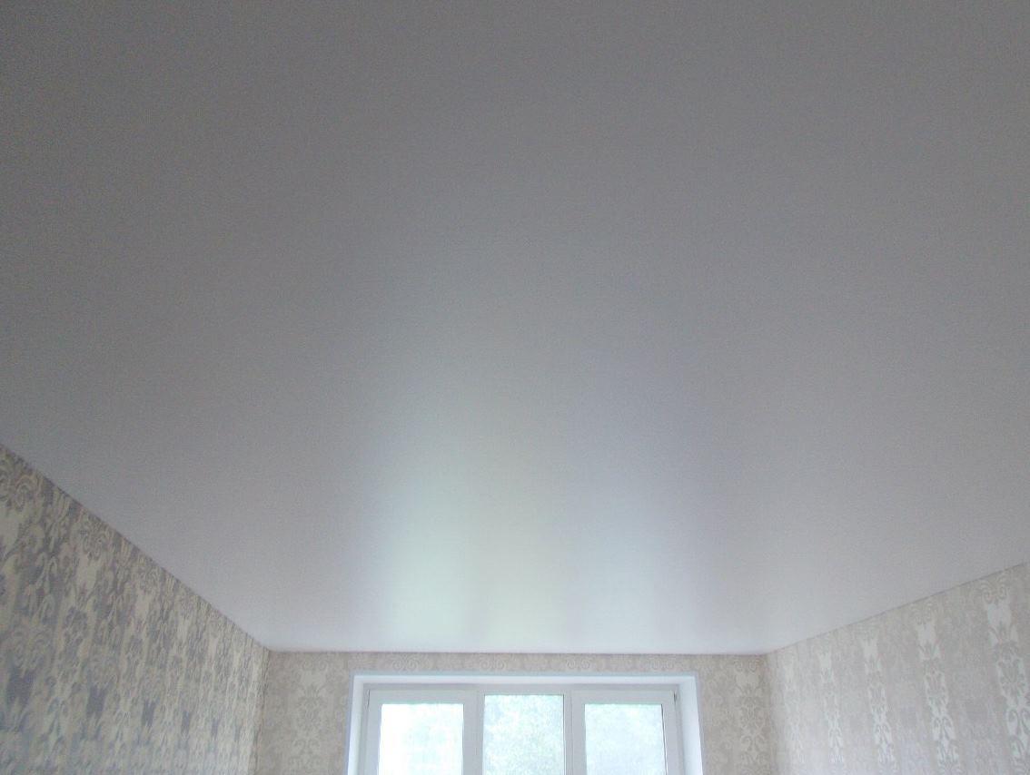Сколько отступать при монтаже натяжного потолка