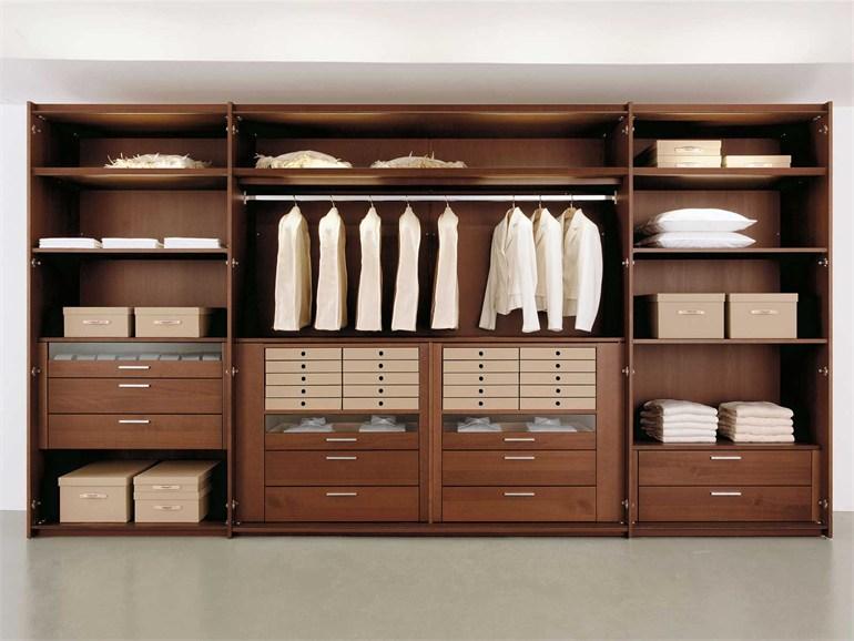 Встроенные гардеробные (63 фото): маленькие системы встраиваемых гардеробов в прихожей и нишу, наполнение