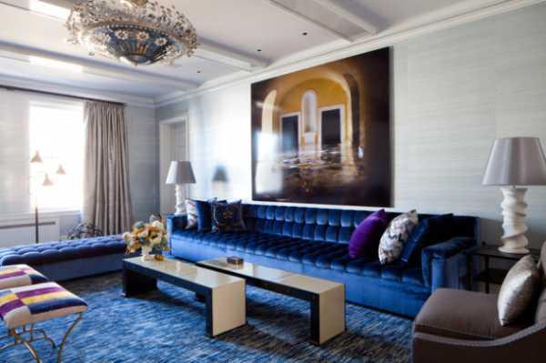Интересные варианты оформления стены над диваном в гостиной