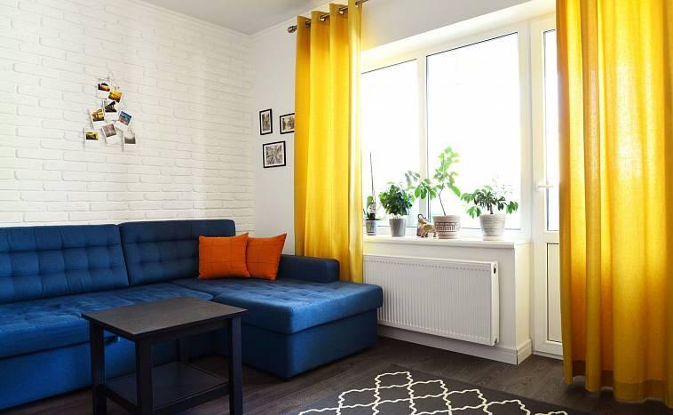 желтые шторы в интерьере спальни